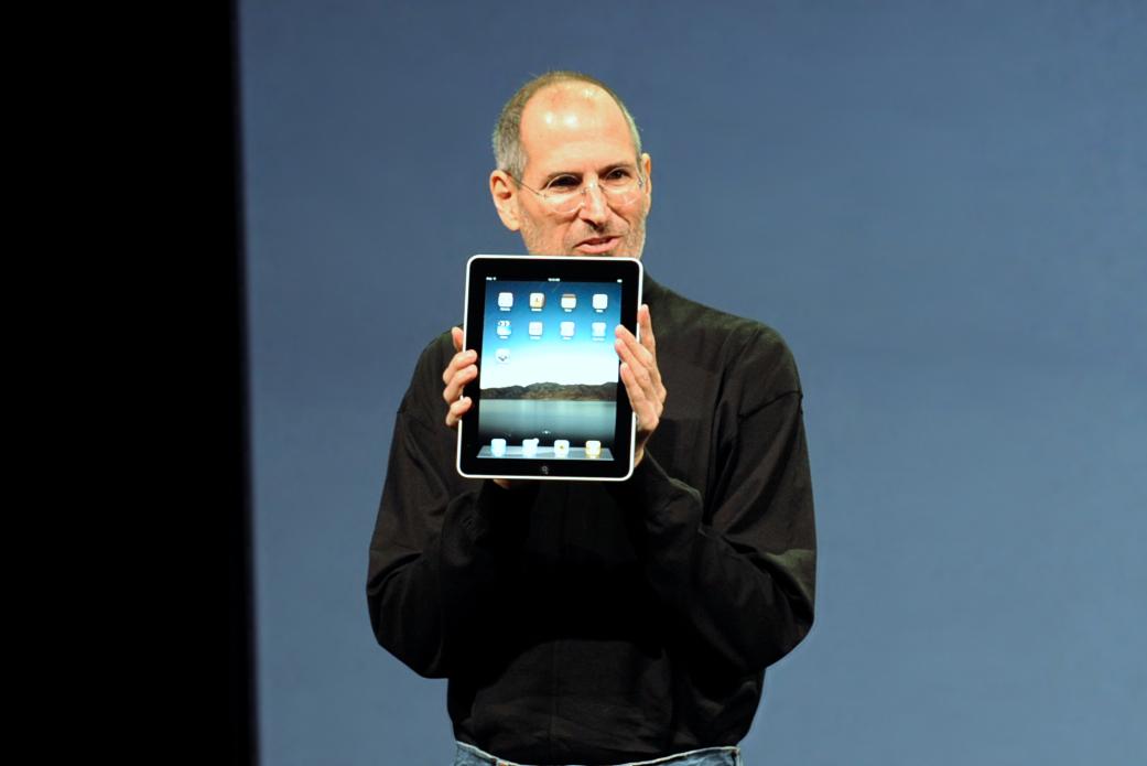 Ejemplos de grandes comunicadores: Steve Jobs presentando el Apple iPad